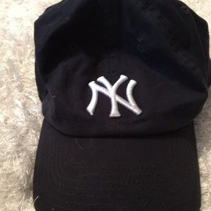 Yankees hat fit 13 year old boy wore once